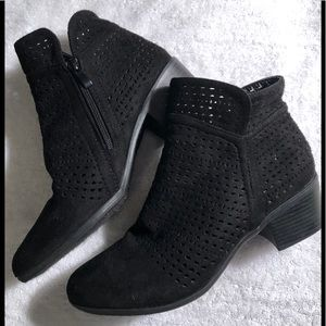 Forever suede ankle boots size 9